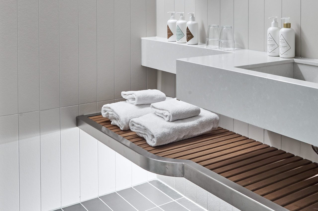 Badrum Standard och Superior rum - Björk and Berries badrumsprodukter